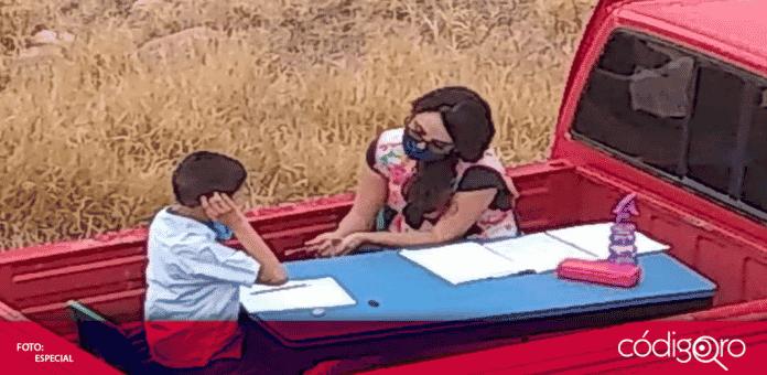 En redes sociales se dio a conocer la historia de Nay una maestra de Guanajuato que adaptó un aula móvil en su camioneta, para ir casa por casa de sus alumnos