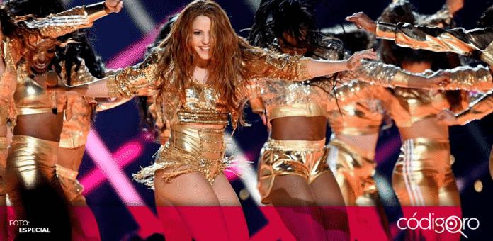 Shakira anunció que donará a una subasta la sudadera dorada que utilizó en el medio tiempo del Super Bowl