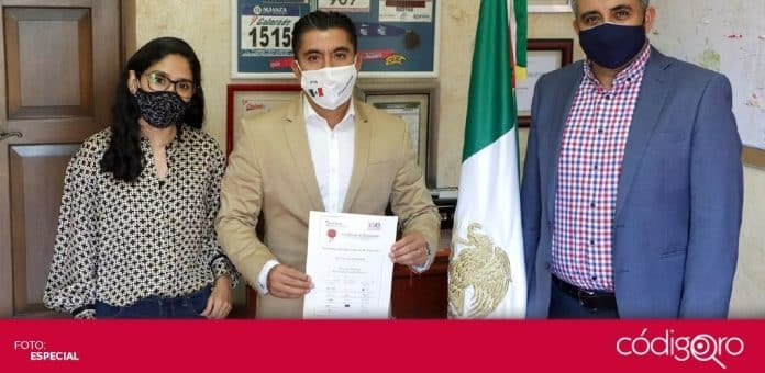 El alcalde de Corregidora, Roberto Sosa Pichardo, recibió el Premio Nacional de Buen Gobierno Municipal. Foto: Especial
