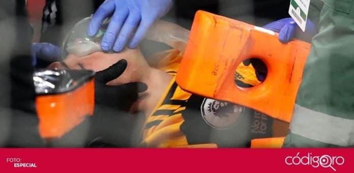El delantero mexicano Raúl Jiménez fue hospitalizado, tras un choque de cabezas con David Luiz. Foto: Especial