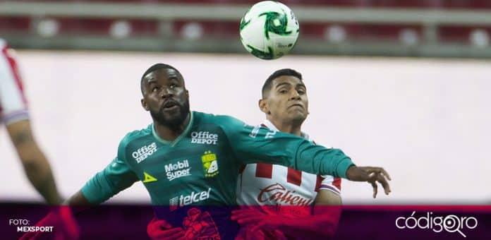 Las Chivas Rayadas de Guadalajara y el Club León empataron 1-1 en la cancha del Estadio Akron. Foto: Mexsport