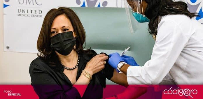 La vicepresidenta electa de Estados Unidos, Kamala Harris, recibió la vacuna de Moderna contra COVID-19. Foto: Especial