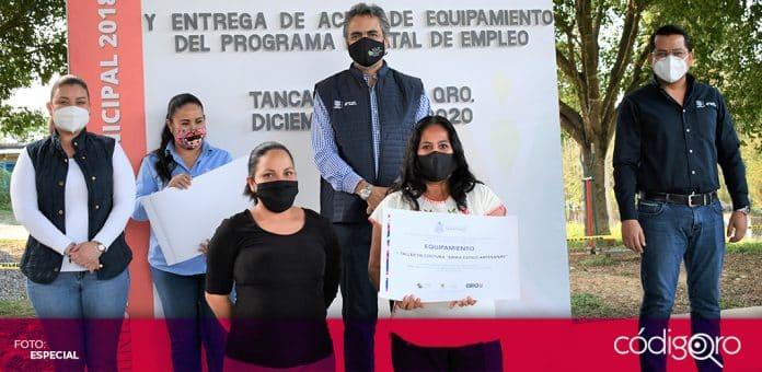 El secretario del Trabajo del estado de Querétaro, Mario Ramírez Retolaza, entregó apoyos a proyectos productivos en Jalpan de Serra. Foto: Especial