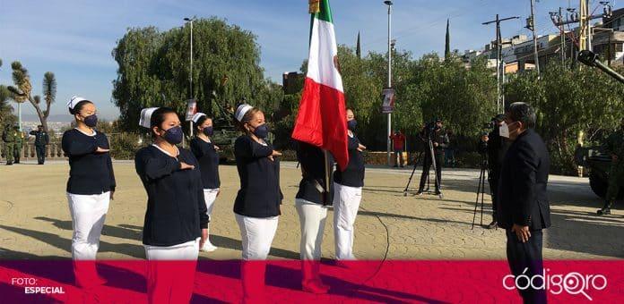 El secretario de Educación del estado de Querétaro encabezó la ceremonia conmemorativa del Día de la Bandera. Foto: Especial