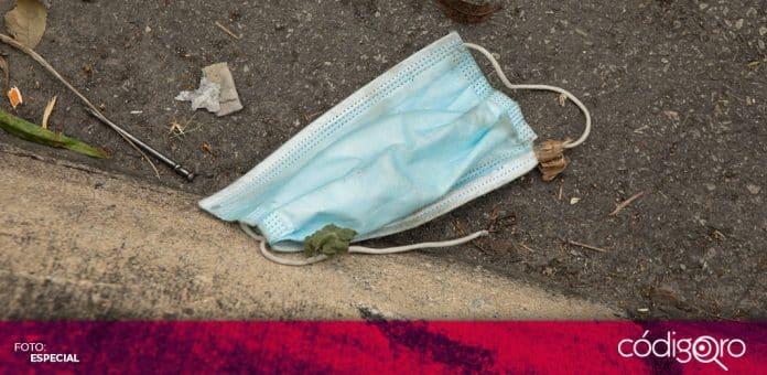 Advierten sobre riesgos sanitarios y ambientales de los cubrebocas tirados en la calle. Foto: Especial