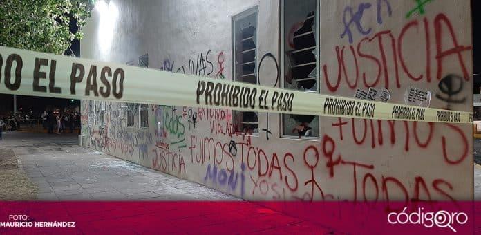 Mujeres vandalizaron las instalaciones de la Fiscalía Especializada en la Investigación y Persecución del Delito de Feminicidio. Foto: Mauricio Hernández