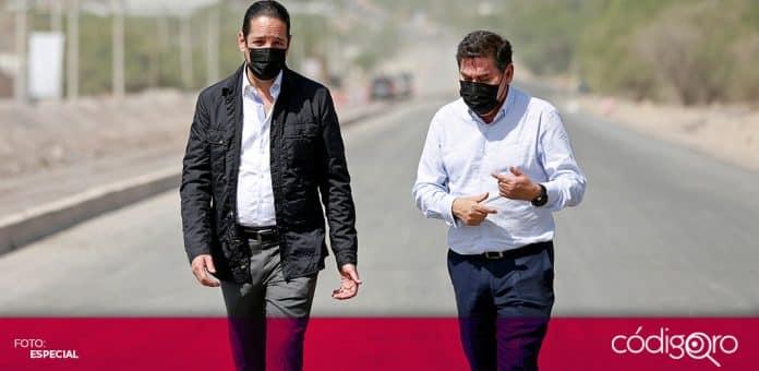 El gobernador de Querétaro, Francisco Domínguez Servién, supervisó las obras en la carretera estatal 540. Foto: Especial
