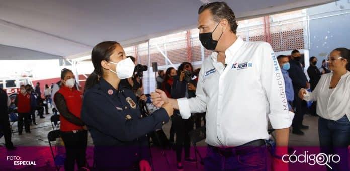 El candidato común del PAN y Querétaro Independiente a la gubernatura, Mauricio Kuri, visitó al Cuerpo de Bomberos de San Juan del Río. Foto: Especial