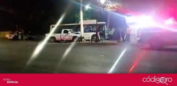 Un autobús de transporte público y una camioneta protagonizaron un accidente en avenida Tecnológico. Foto: Especial