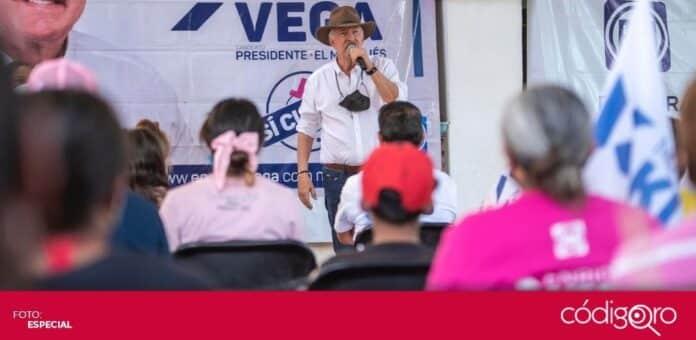 El candidato del PAN a la presidencia municipal de El Marqués, Enrique Vega Carriles, visitó la comunidad de San Vicente Ferrer. Foto: Especial