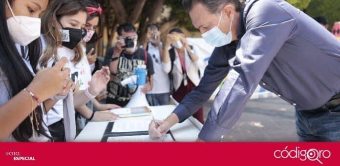 El candidato común del PAN y Querétaro Independiente a la gubernatura, Mauricio Kuri González, firmó la Agenda 2030. Foto: Especial