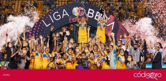 Las jugadoras de Tigres se coronaron como las primeras bicampeonas de la Liga BBVA MX Femenil. Foto: Mexsport