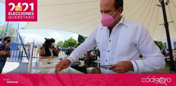 El candidato de Fuerza por México a la gubernatura del estado de Querétaro, Juan Carlos Martínez, votó en Jurica. Foto: Especial