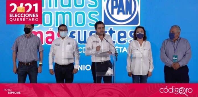 El dirigente estatal del PAN en Querétaro, Agustín Dorantes Lámbarri, proclamó el triunfo de Mauricio Kuri González y Luis Bernardo Nava Guerrero. Foto: Especial