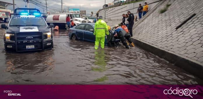 La lluvia de este lunes por la tarde provocó afectaciones en avenida 5 de Febrero. Foto: Especial