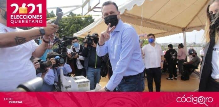 El candidato común del PAN y QI a la gubernatura, Mauricio Kuri González, acudió a emitir su voto. Foto: Especial