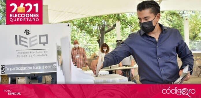 El candidato del PAN a la presidencia municipal de Corregidora, Roberto Sosa Pichardo, votó en El Pueblito. Foto: Especial