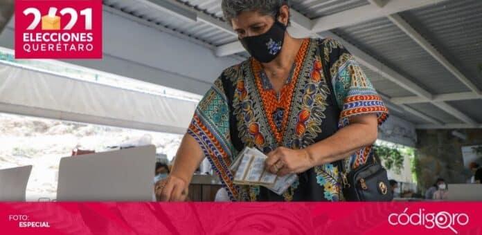 La rectora de la UAQ, Teresa García Gasca, emitió su voto en Juriquilla. Foto: Especial