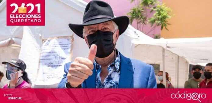 El candidato del PAN a la presidencia municipal de El Marqués, Enrique Vega Carriles, emitió su voto. Foto: Especial