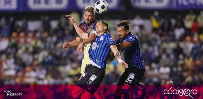 Los Gallos Blancos de Querétaro empataron sin goles frente al América en la cancha del Estadio Corregidora. Foto: Mexsport