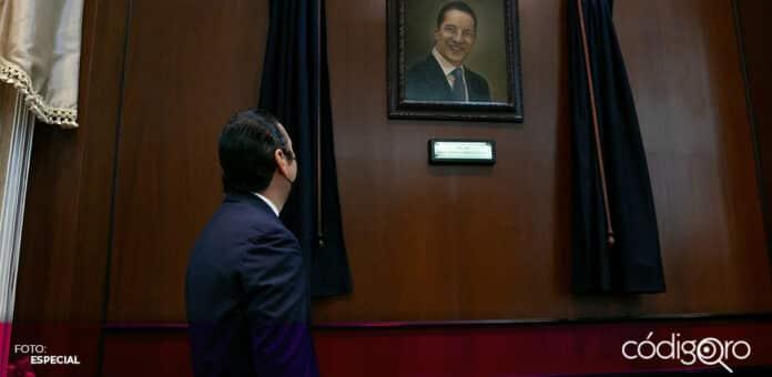 El gobernador Francisco Domínguez Servién develó su retrato oficial en el Palacio de Gobierno. Foto: Especial