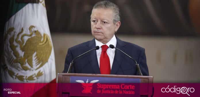 El presidente de la SCJN, Arturo Zaldívar, anunció licencias de paternidad de 3 meses para los trabajadores del Poder Judicial de la Federación. Foto: Especial