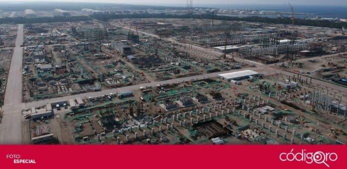 Trabajadores e la refinería de Dos Bocas iniciaron un paro de labores. Foto: Especial